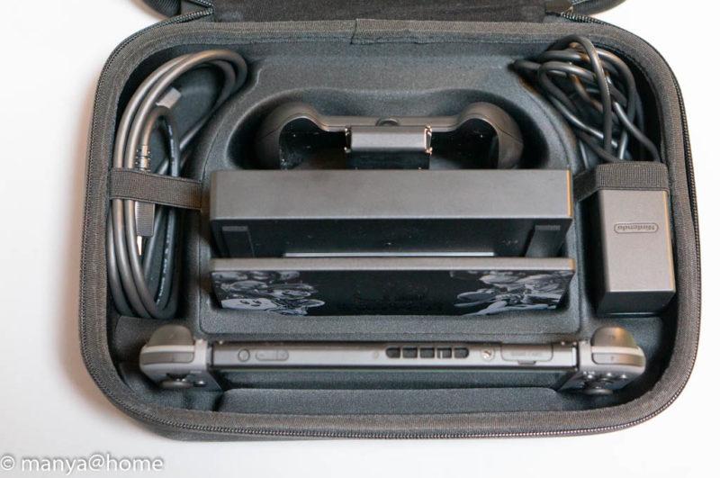 Amazonベーシック Nintendo Switch用携帯&収納ケース ブラック 底面側 収納状態