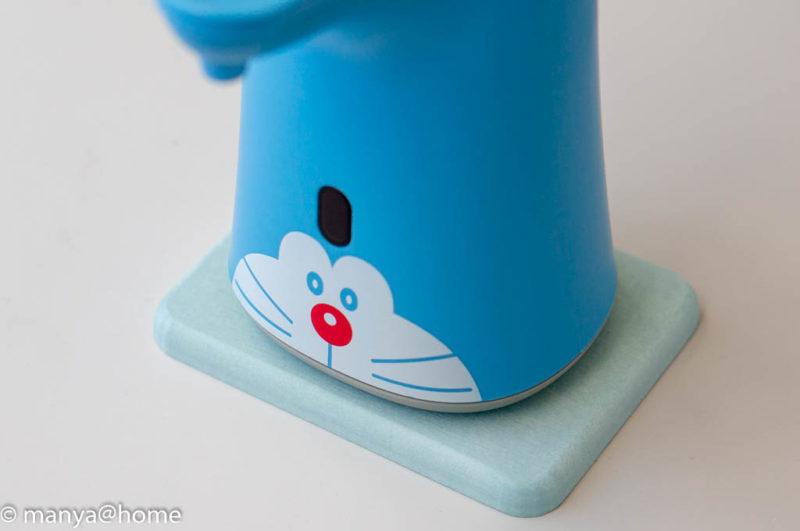 カインズホーム「珪藻土 石鹸トレイ ブルー」とミューズノータッチ ドラえもんデザイン