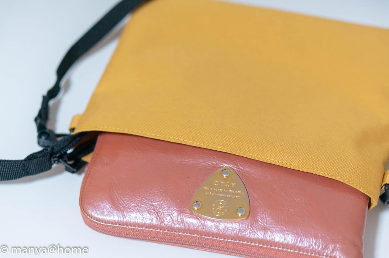 無印良品「撥水サコッシュ」女性ものの長財布も入ります
