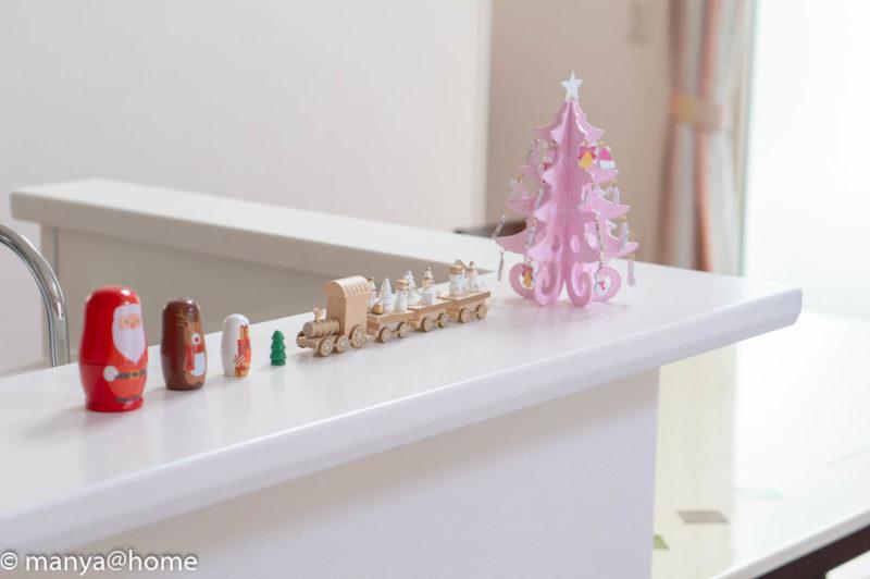 3COINSクリスマス MDFツリー、MDFトレイン、マトリョーシカ 斜め
