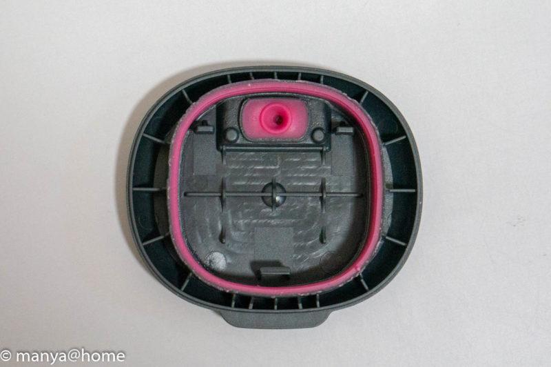 ミューズノータッチ 泡ハンドソープ ポケモンデザイン(ピカチュウデザイン)底面電池ケース蓋部分