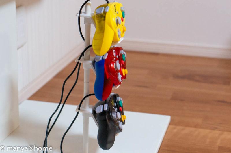 山崎実業 ゲームコントローラー収納ラック【スマート/smart】ホリクラコン設置状態(サイドビュー)