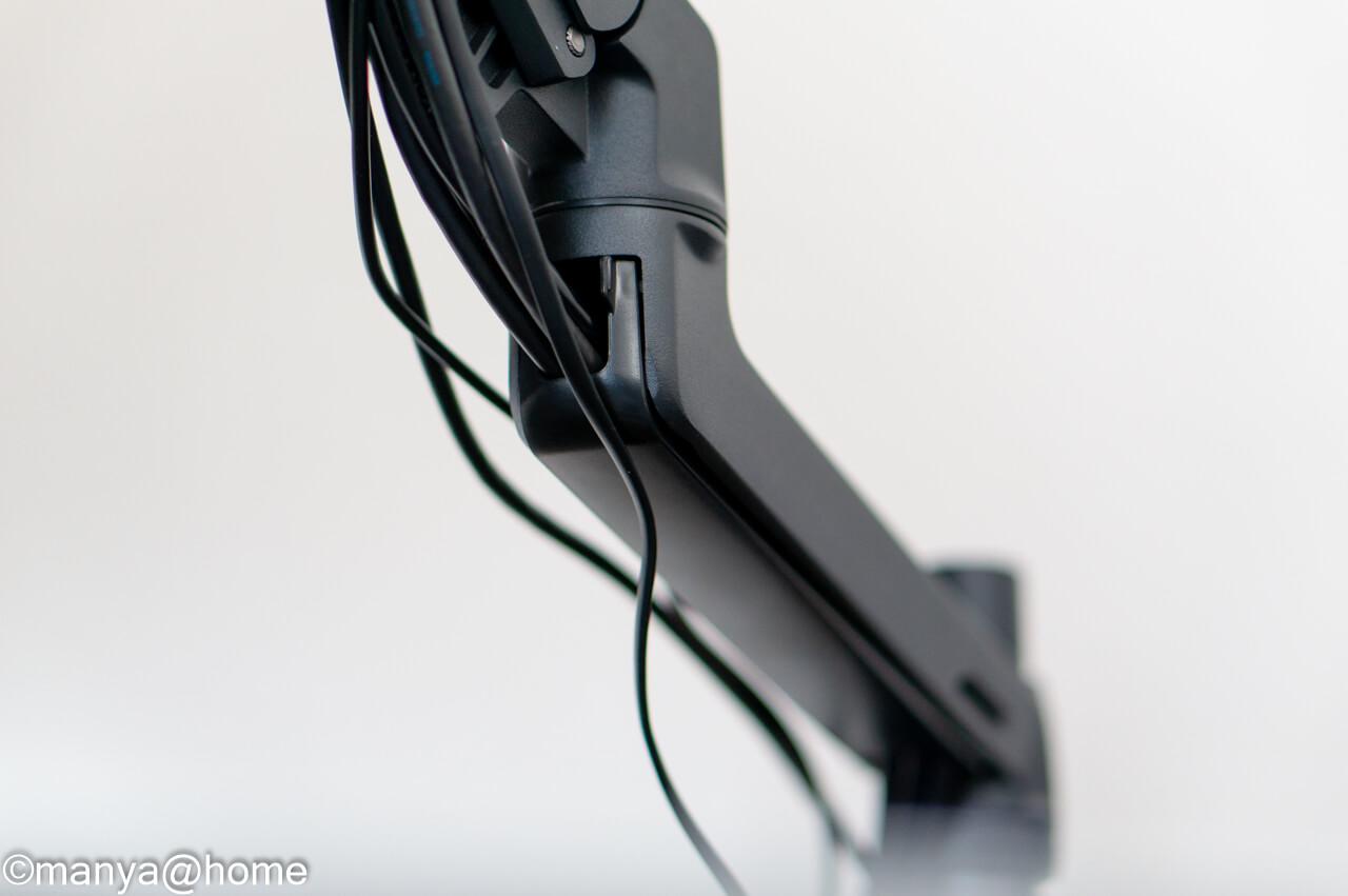 エルゴトロン LX デスクマウント 前腕部ケーブル状態